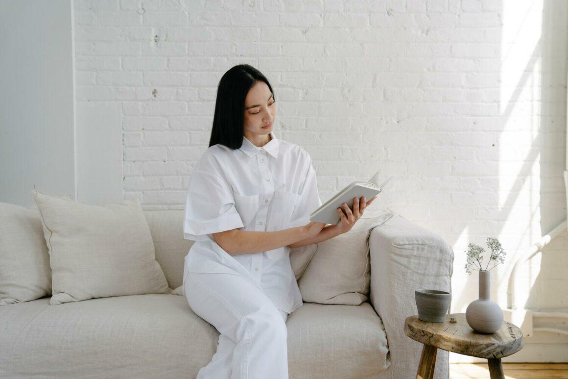 Minimalist Wallpaper Ideas and Interior Design Tips